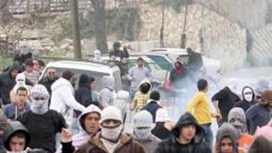 Alguns palestinianos chegaram à fronteira e entraram em Israel