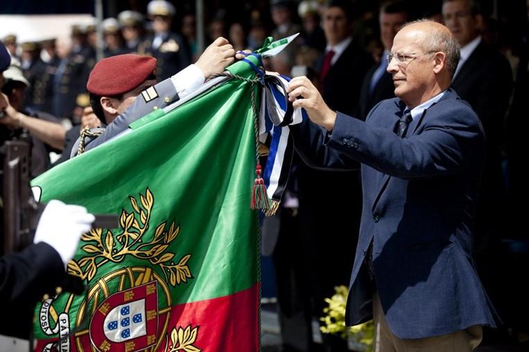 O ministro Santos Silva cumpre as tradições do Dia da Marinha.