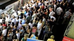 Brasil: Autocarro cai de viaduto e é colhido por comboio