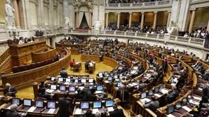 Sete deputados pedem subsídio