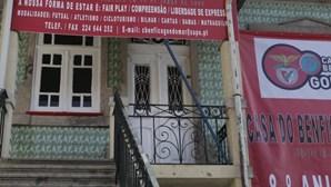 Rouba LCD e cachecóis de Casa do Benfica