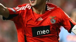 Benfica pede a Nuno Gomes para não jogar em Portugal