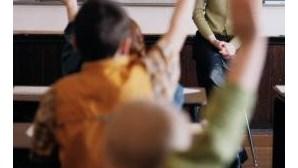 Pais transferem filhos do ensino privado para o público