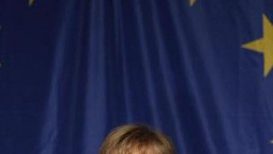 """""""A Alemanha continuará a apoiar activamente vossa excelência"""", lê-se no telegrama enviado por Merkel"""