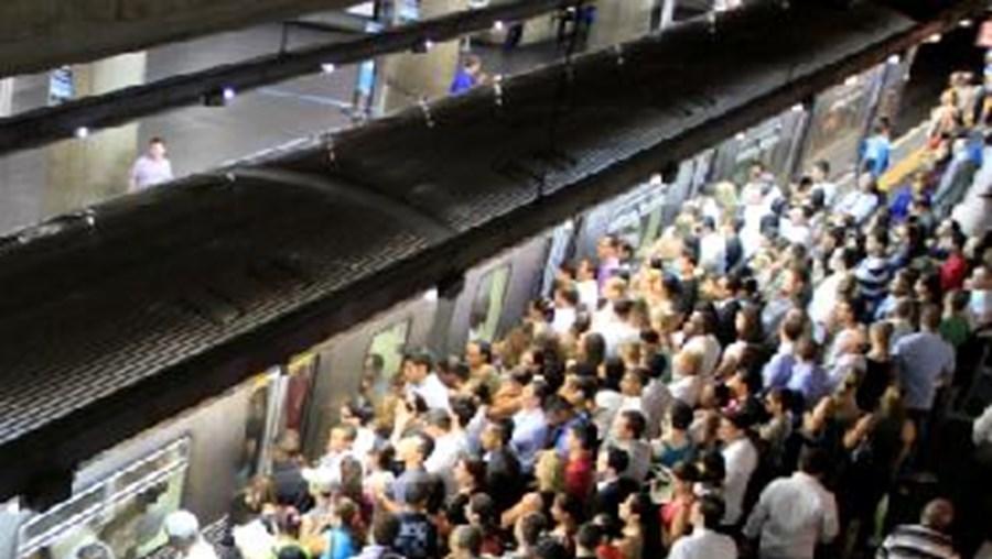 Comboio suburbano de São Paulo abalroou autocarro