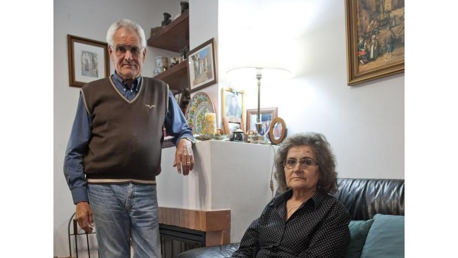 Regina Vieira e o marido, Germano Costa, estão revoltados por a reforma não ser por doença oncológica