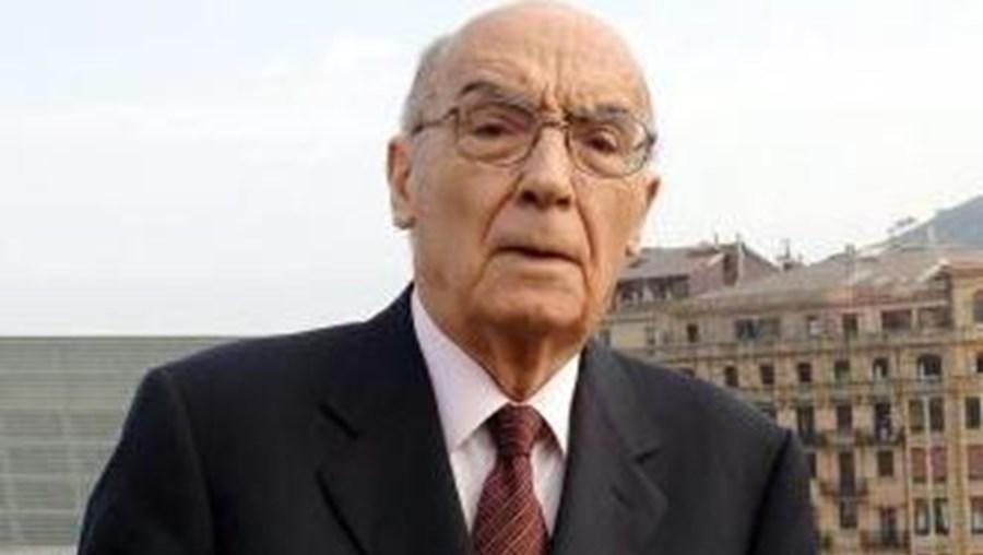 Oliveira simbólica será plantada no Campo das Cebolas e será junto a ela que serão depositadas as cinzas de Saramago