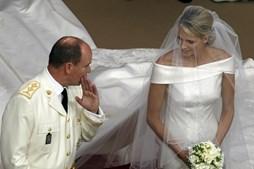Alberto e Charlene mostram cumplicidade durante a cerimónia.