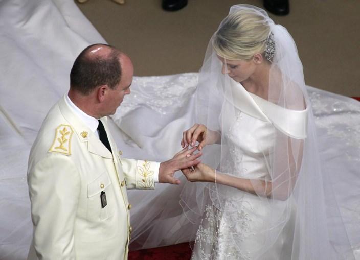 Os noivos trocaram alianças quando eram 16h33 em Lisboa, mais uma hora no Mónaco.