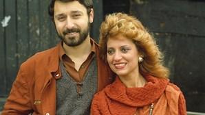 História de Cândida Branca Flor contada em teatro