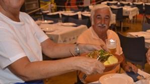 Mega-restaurante junta mais de mil à mesa