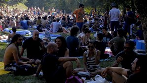 Sol e mergulhos abrem festival
