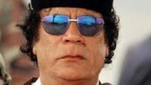 Líbia: Khadafi está a salvo