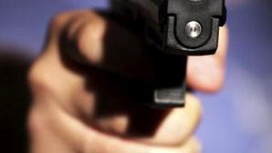 Mulher assalta farmácia de Matosinhos com arma de fogo