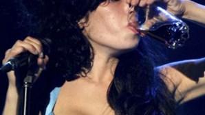 Amy Winehouse: Álcool sim, drogas não!