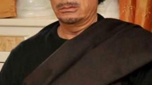 Rebeldes entram em casa de Kadhafi