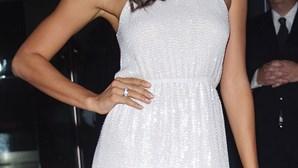Irina Shayk exibe anel oferecido por CR7