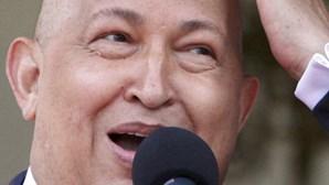 Naturais da terra natal de Chávez rapam cabelo em solidariedade