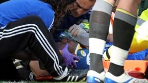 Drogba sai inconsciente do relvado