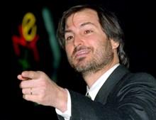 Steve Jobs fundou a Apple para lutar contra a hegemonia da IBM mas em 1992 a empresa estava em dificuldades e pouco demorou a que fosse afastado