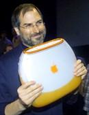 No ano seguinte chegou a vez da versão portátil, chamada iBook, nessa altura muito mais colorido do que viria a ser no futuro