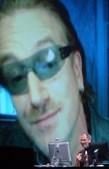 Lançamento do sistema de comércio electrónico de música iTunes para Windows juntou Bono a Steve Jobs em 2003
