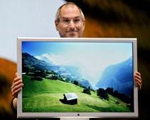 Ao mesmo tempo que os computadores da Apple foram ficando mais pequenos não faltaram monitores cada vez maiores
