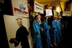 Manifestações em Hong Kong contestaram em 2010 elevado número de suicídios de trabalhadores das fábricas chinesas que trabalham para a Apple