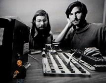 Durante essa apresentação, Jobs recordou os primórdios da Apple, que fundou juntamente com o amigo Steve Wozniak