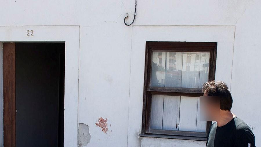 Nas paredes da casa devoluta eram bem visíveis as marcas de sangue das vítimas