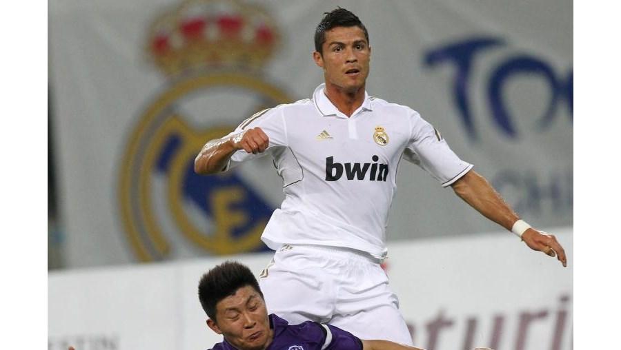 Real Madrid só chegou à goleada na segunda parte, com golos de Higuain, aos 68', Cristiano Ronaldo, aos 74, e um bis do francês Benzema, aos 80' e 82', frente ao modesto Tianjin Teda