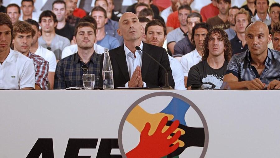 Casillas apoia Rubiales (dir.)
