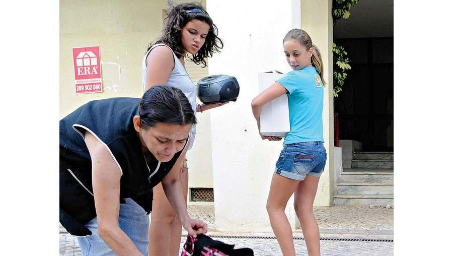 Glória Paula, proprietária do snack-bar Marcoense,  conseguiu recuperar parte dos bens furtados