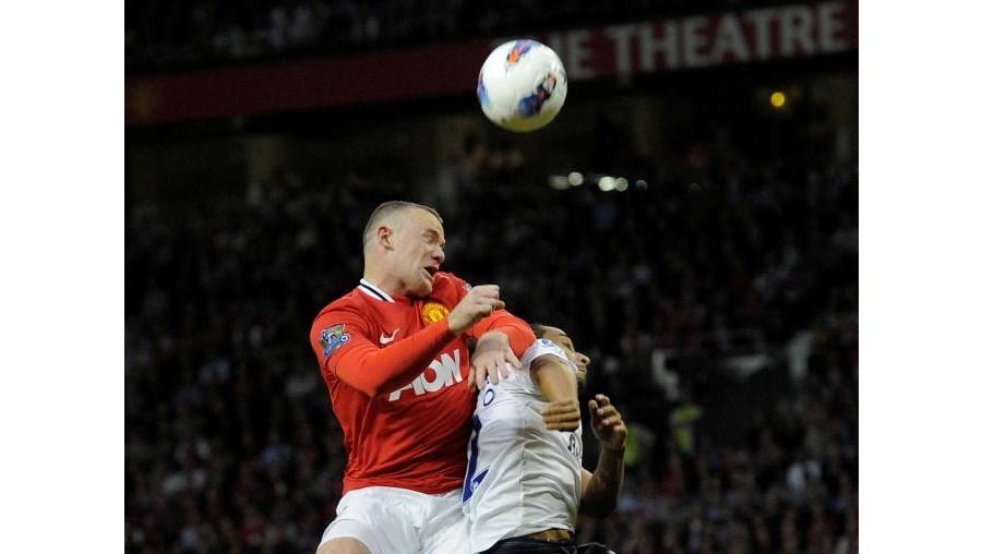Rooney num duelo aéreo