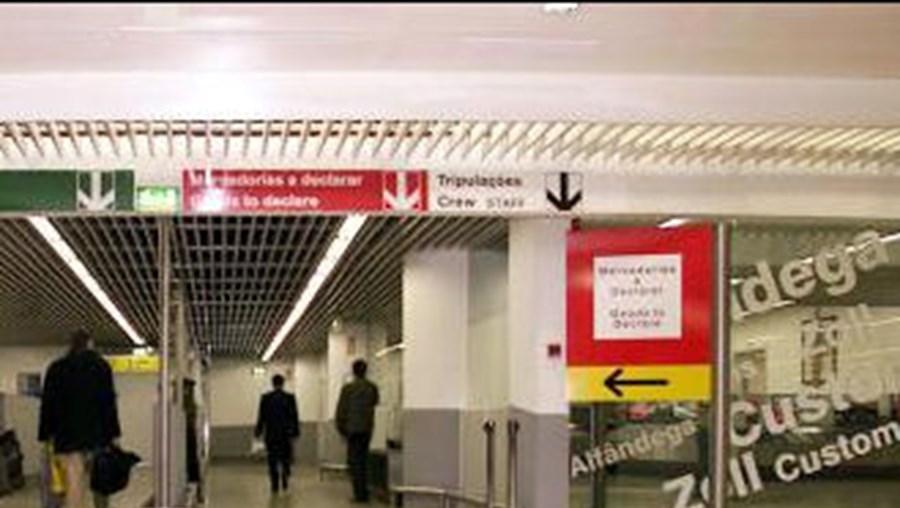 Suspeito de 20 anos foi detido no aeroporto