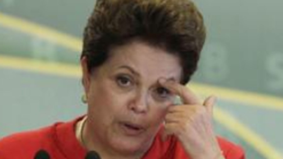 Dois ministros do governo Dilma Rousseff, que têm tido os seus nomes mais associados a irregularidades e pouca acção do que a competência ou realizações, podem estar à beira de cair