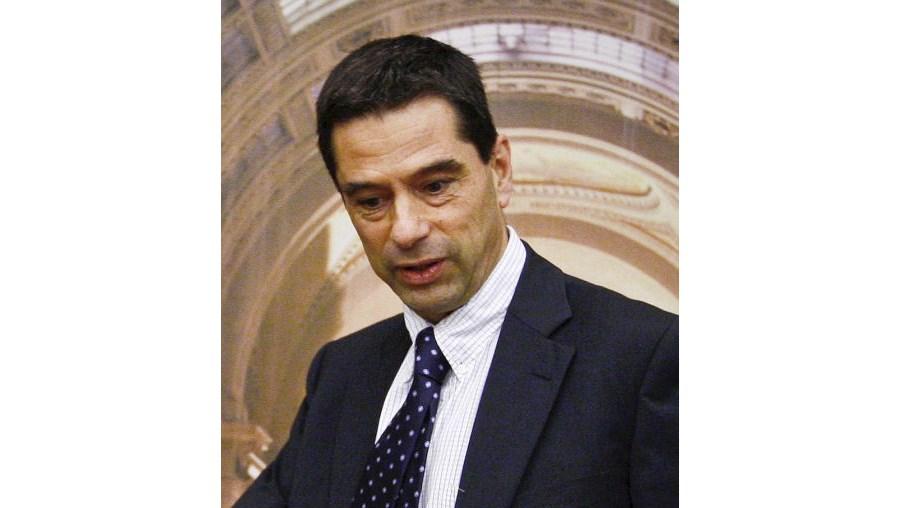 Teixeira dos Santos deixou um problema sério com os vencimentos para Vítor Gaspar resolver