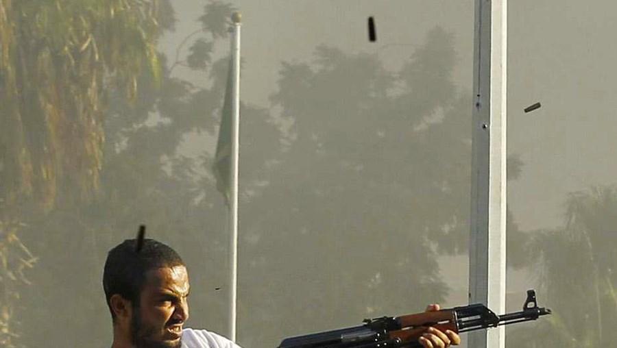 Tiroteios continuam em várias zonas de Tripoli, capital da Líbia