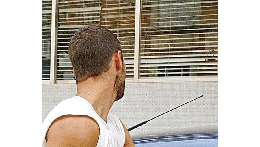 Homem é descrito pelas autoridades policiais como capaz de arrombar viaturas em segundos