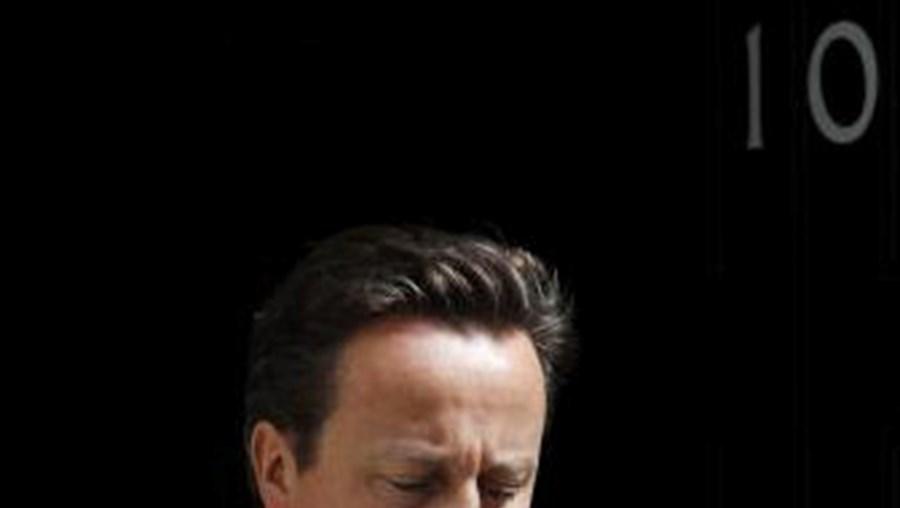 Executivo de David Cameron vai contribuir com equipas médicas e alimentos