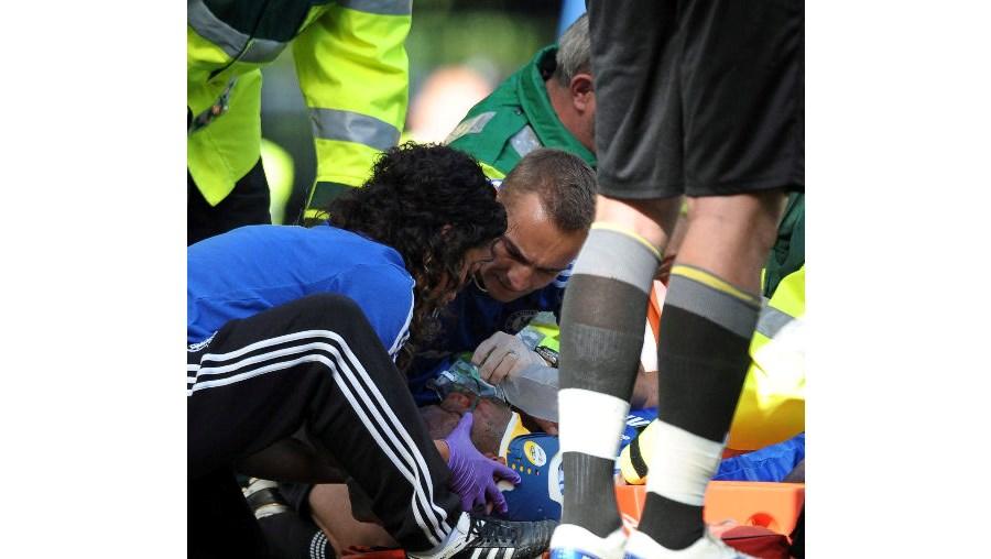 didier drogba, chelsea, inglaterra, Stamford Bridge, lesão, pescoço