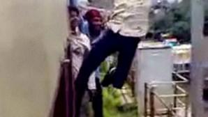 Jovens fazem manobras radicais em comboio (COM VÍDEO)