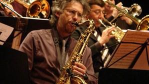 Orquestra de Jazz toca em formato reduzido