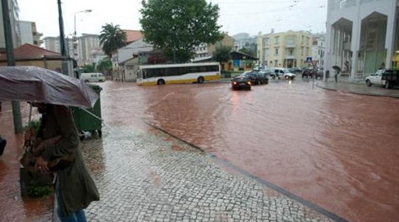 Resultado de imagem para Portugal em aviso amarelo devido a chuva forte