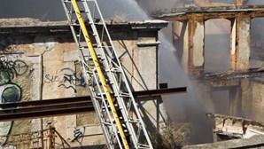 Incêndio em prédio atinge Jardim Botânico