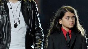 Filhos homenageiam Michael Jackson