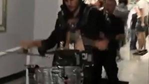 Despede-se do trabalho e do patrão com uma banda de música (COM VÍDEO)