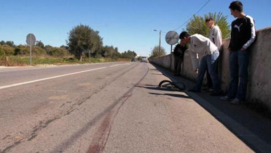 Idoso foi atropelado quando circulava de bicicleta