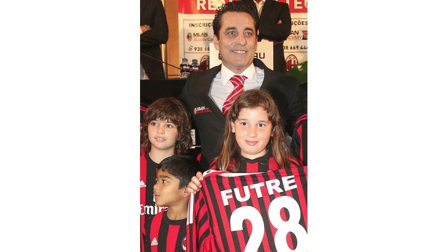 Paulo Futre mostrou-se feliz por voltar a defender as cores do Milan 16 anos depois