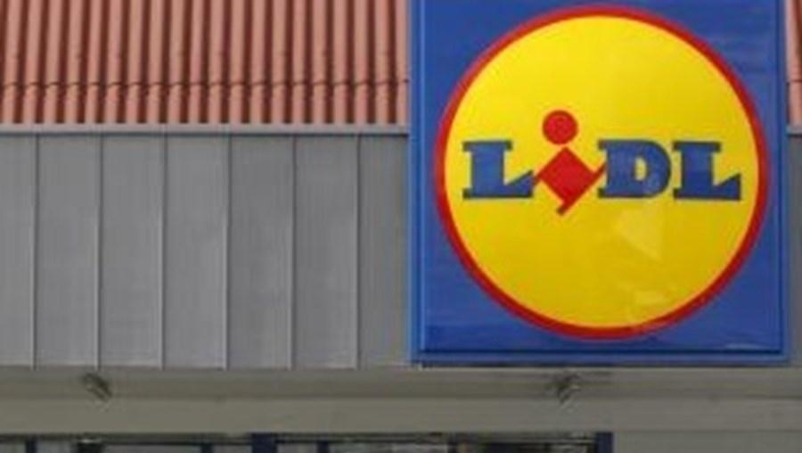 As duas cadeias de supermercados operam em Portugal